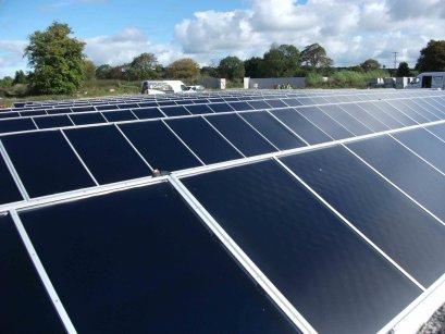 500m2 de panneaux solaires thermiques pour l covillage de. Black Bedroom Furniture Sets. Home Design Ideas